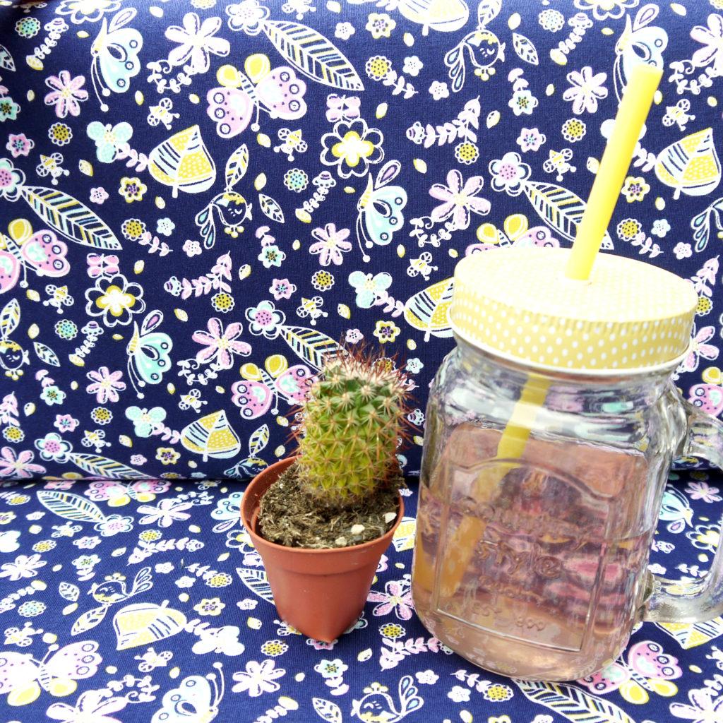 Tidöblomma Jersey Stoffe Fabric Rebekah Ginda Lillangen Blumen Flowers Ditsy GOTS
